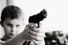 Foto barn med våpen