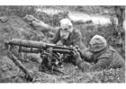 Foto soldater med maskingevær og gassmaske
